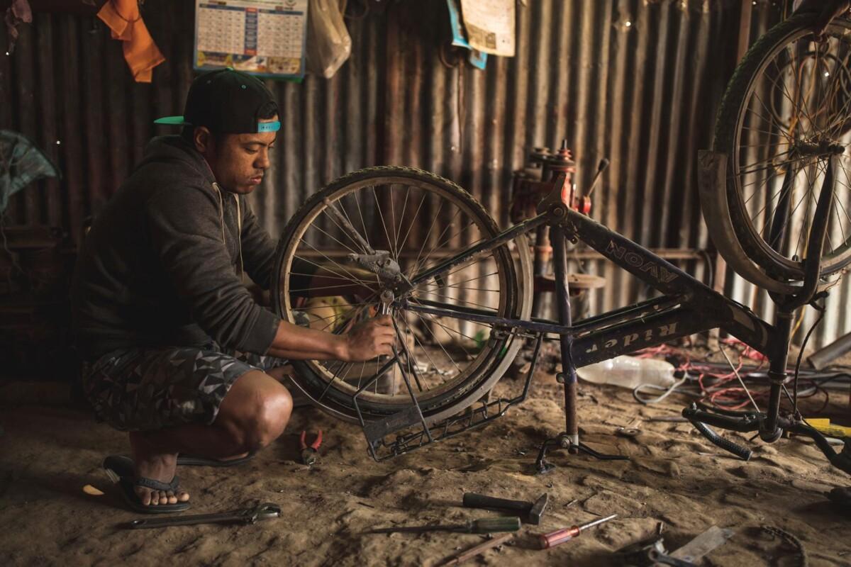 Magan modifica su bicicleta para crear la famosa 'Franken-bike'. Imagen: nationalgeographic.