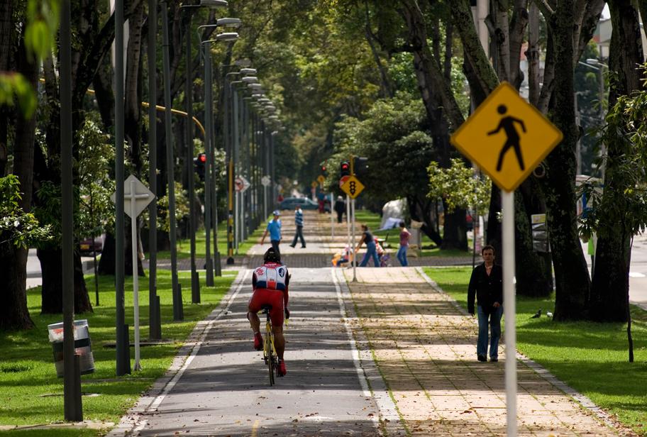 Aun se debate la pertinencia de las bicicletas eléctricas en Colombia. Imagen: esinvestinbogota
