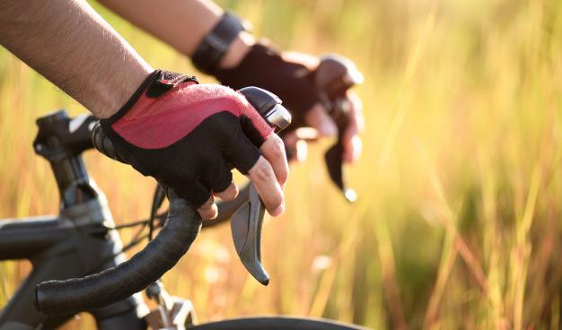 Cómo debe ser el agarre del manillar para evitar daños en los nervios de las manos