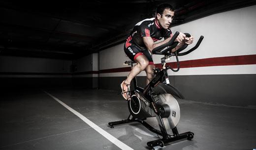 Las bicicletas Indoor son utilizadas para mejorar la condición cardiovascular y obtener gran rendimiento. Imagen: Fitness digital