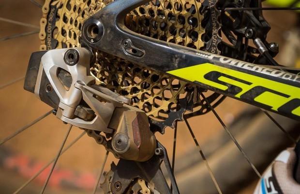 Esta versión, conocida al principio del año, corresponde al sistema de transmisión electrónico de Nino Schurter en su bicicleta Scott Spark. Imagen: brujulabike