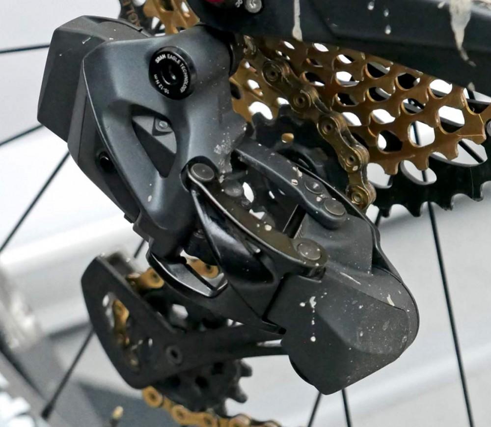 El desviador trasero en colo negro corresponde a una versión actualizada del SRAM Eagle electrónico utilizado por Malene Degn en su bicicleta Ghost Lector . Imagen: bikeradar