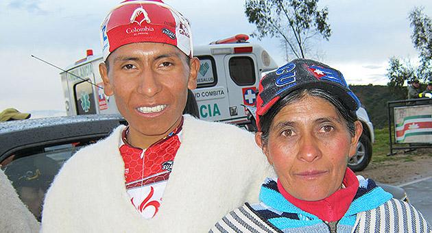 Su madre Eloisa apyaba a Nairo desde sus inicios en el equipo Colombia es Pasión. Imagen: Semana