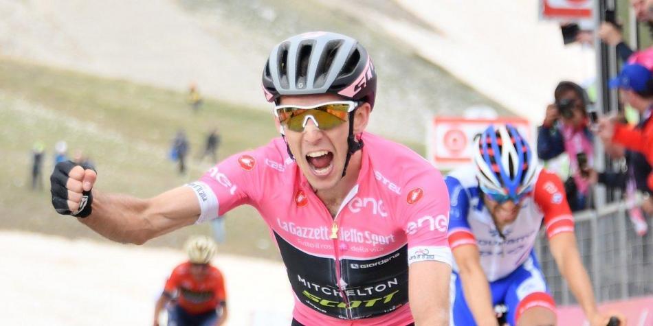 Yates se posiciona en lo más alto de la general y descorcha la champagne del líder del Giro. Imagen: Giro de Italia
