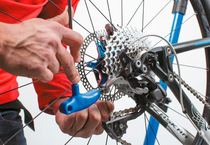 Aprieta el tornillo prisionero sin ejercer una sobre tensión del cable. Imagen: mountanbike