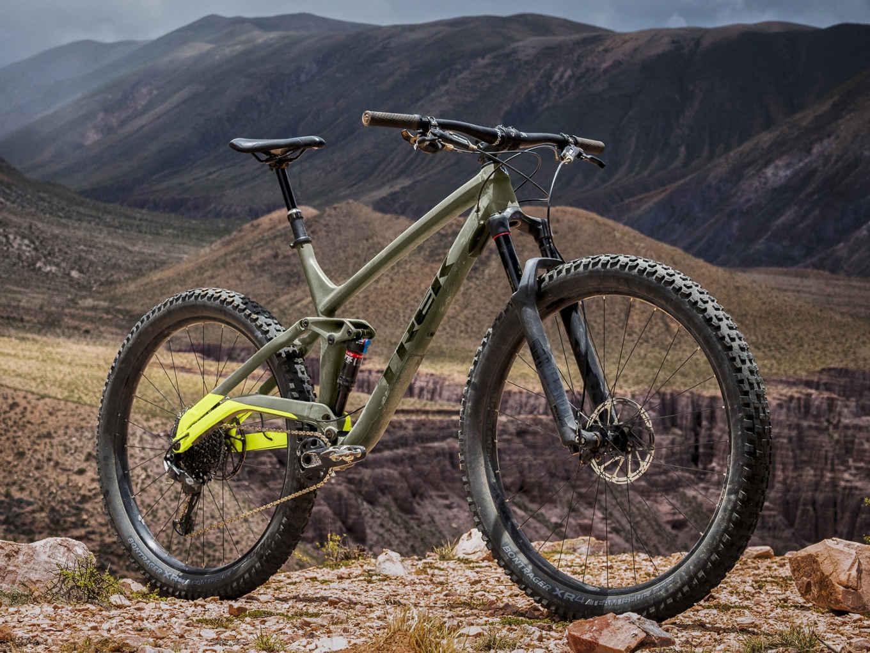La Full Stache 8 de Trek está diseñada para devorar senderos. Es una bicicleta de Trail 29+ de doble suspensión con un recorrido delantero y trasero de 130 mm, ideal para cualquier tipo de camino.