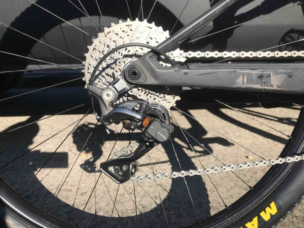 Las vainas del nuevo prototipo se integran en el eje de la rueda trasera. Imagen:brujulabike