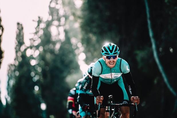 Los ciclistas son más propensos a sufrir caries, ¿ya revisaste tus dientes?
