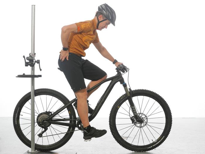 Configuración de la altura del sillín con extensión de rodilla