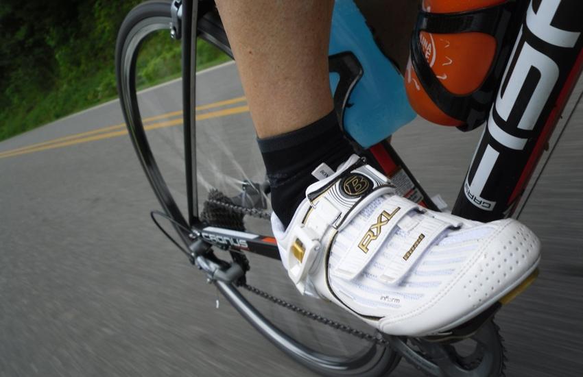 Posición fija de las calas de la bicicleta