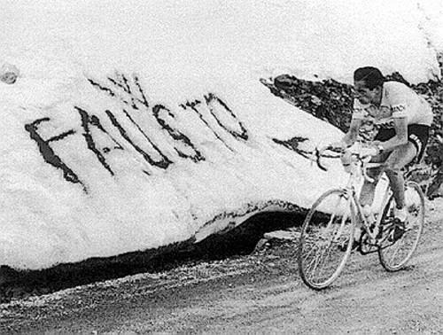 El primer ciclista en subir el Alpe d'Huez