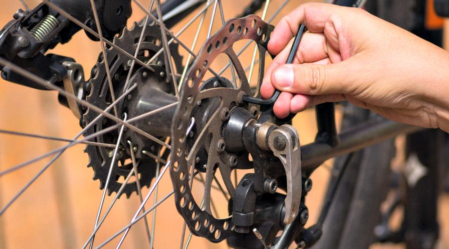 Revisión del sistema de frenos de la bicicleta