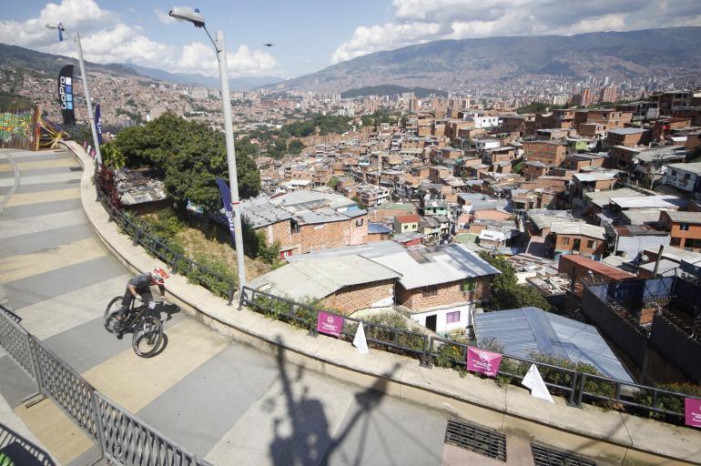 La pista de Downhill más larga del mundo está en la Comuna 13 de Medellìn
