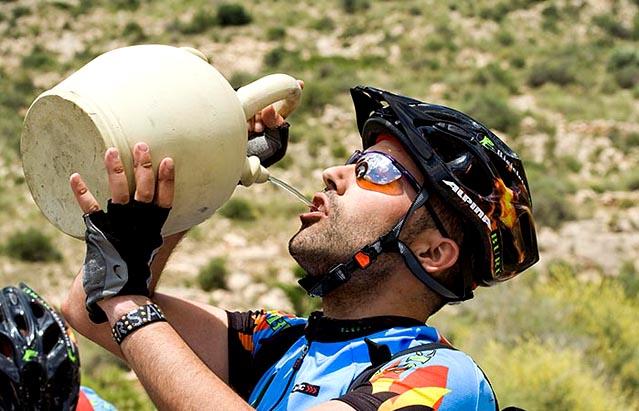 Acompaña tu entrenamiento con una buena cantidad de agua