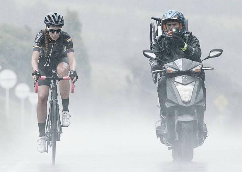 Así llueva, truene o relampaguee Karolo viaja con los suyos en la ruta