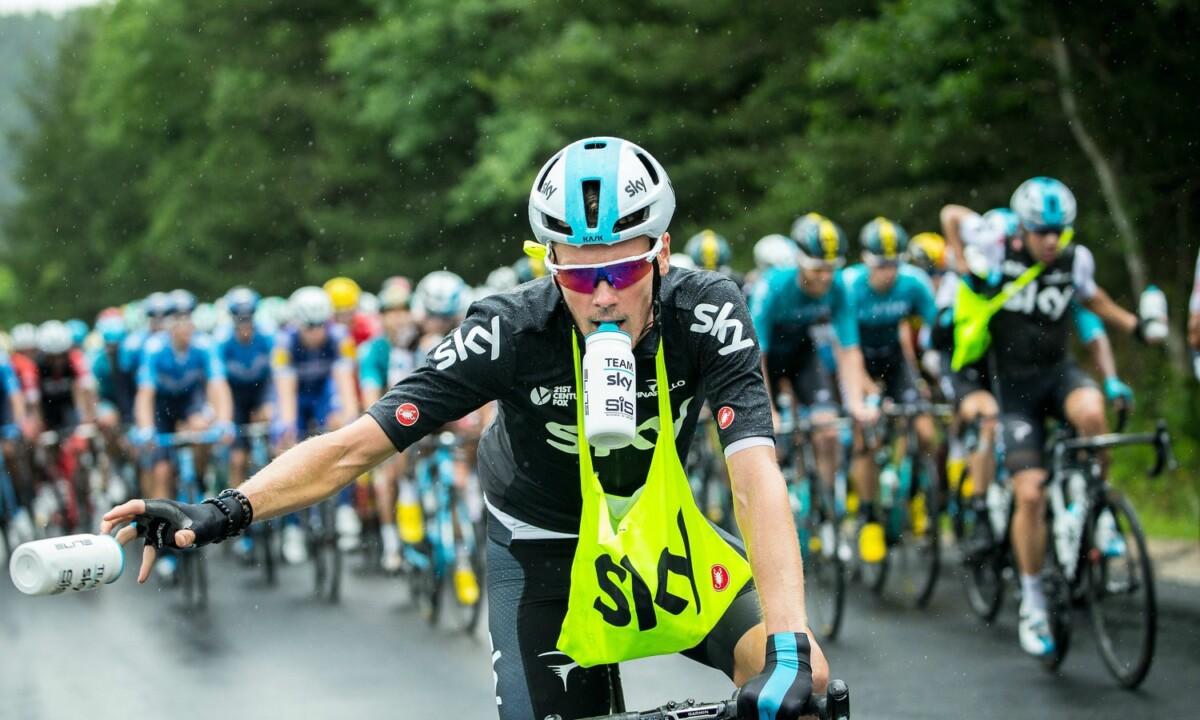 Normas para abastecer de agua a ciclistas en competencia
