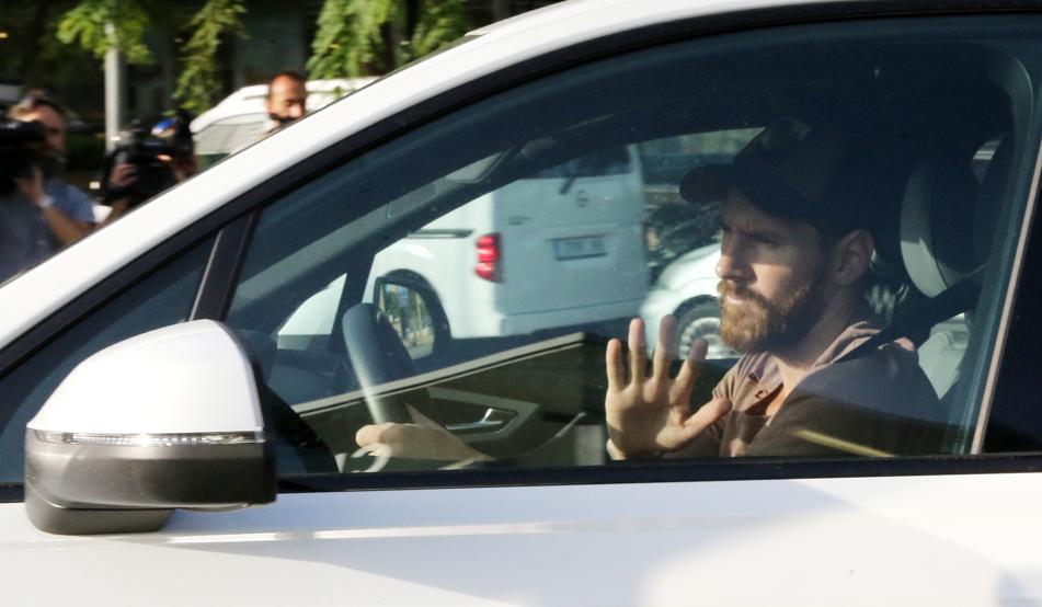 Buen comportamiento de Messi en la vía