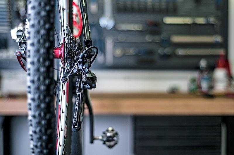 Cómo centrar una rueda de bicicleta
