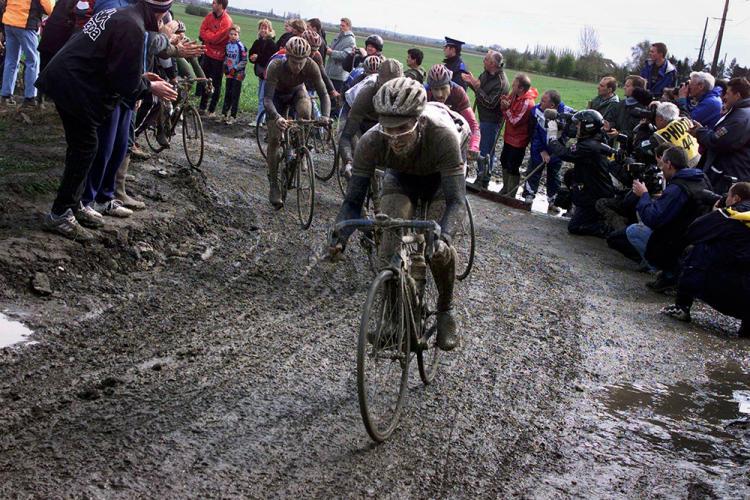 10 imágenes que demuestran que la París-Roubaix es un verdadero infierno