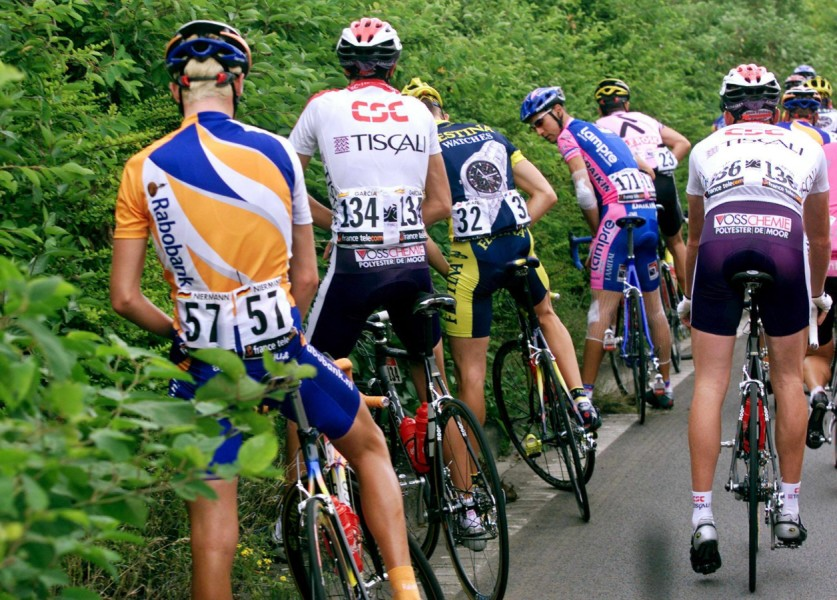 Los ciclistas deben ingeniárselas para orinar