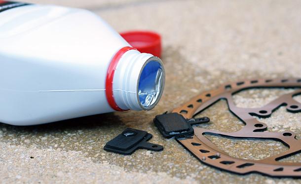Cómo reparar las pastillas de freno