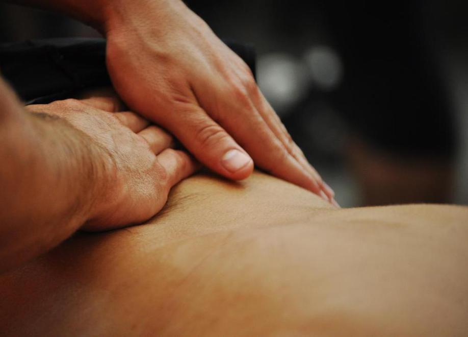 Cómo realizar un masajes de descarga para recuperar el cansancio