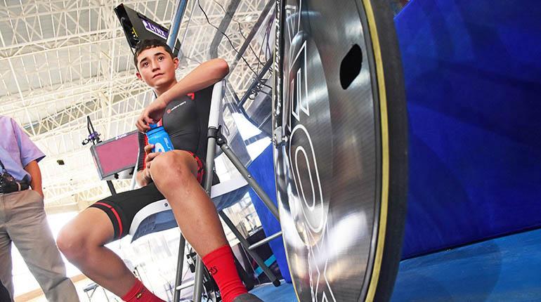 Esteban Mejía ganó el récord de la hora