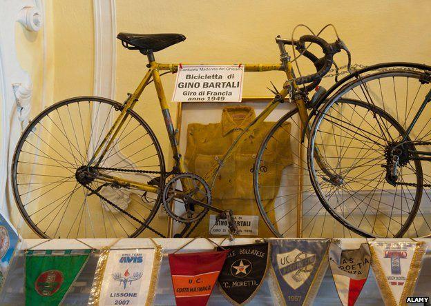 La bicicleta con la que salvó a su gente