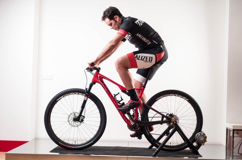 Cómo se comportan las rodillas durante el pedaleo