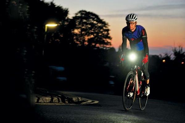 Color de ropa adecuado para ciclistas