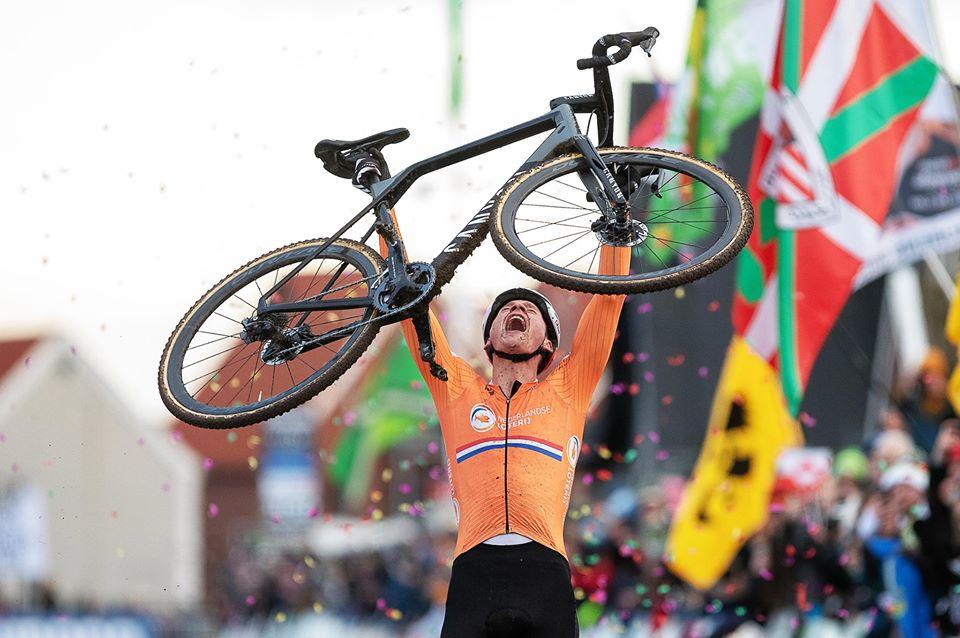 La UCI felicita a todos sus ciclistas