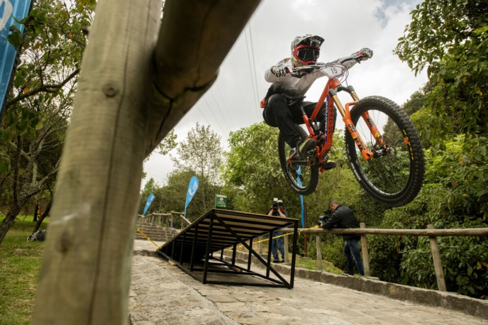 FOX en devotos de Monserrate, carrera de downhill