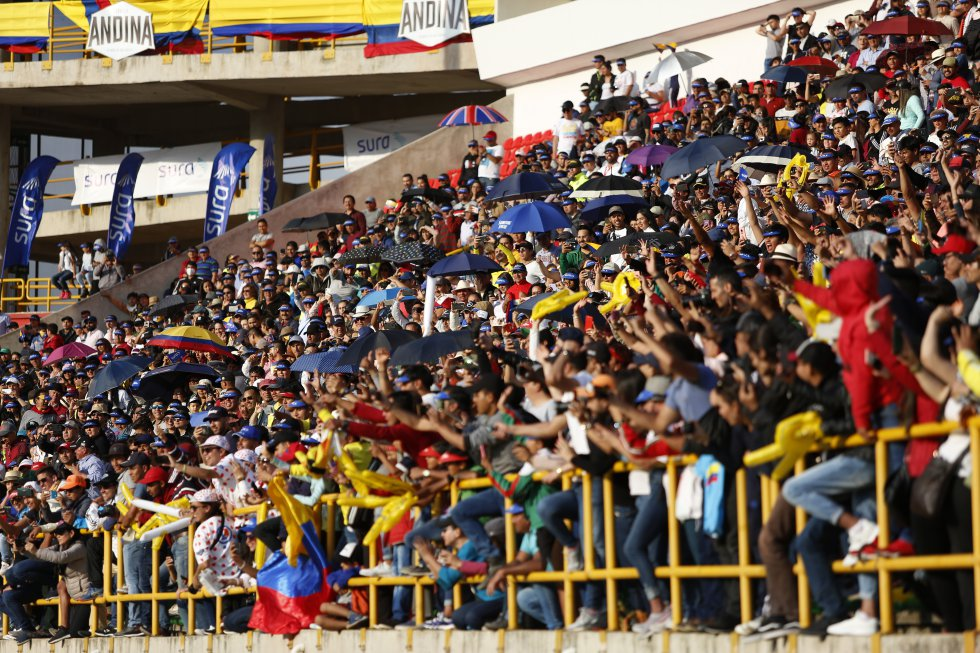 La gente disfrutando del Tour Colombia