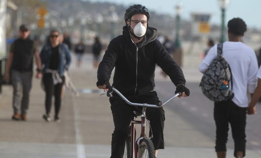 Ciclismo y tapabocas