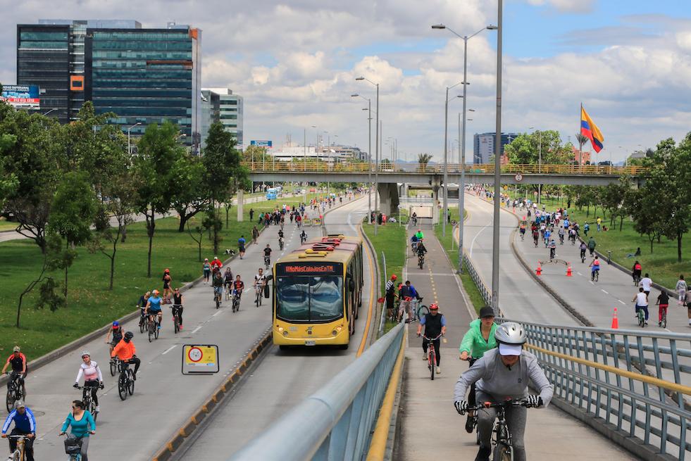 """El periódico británico The Guardian, uno de los medios de comunicación más importantes e influyentes del mundo, calificó a la ciudad de Bogotá (Colombia) como la """"capital mundial de la muerte en bicicleta""""."""