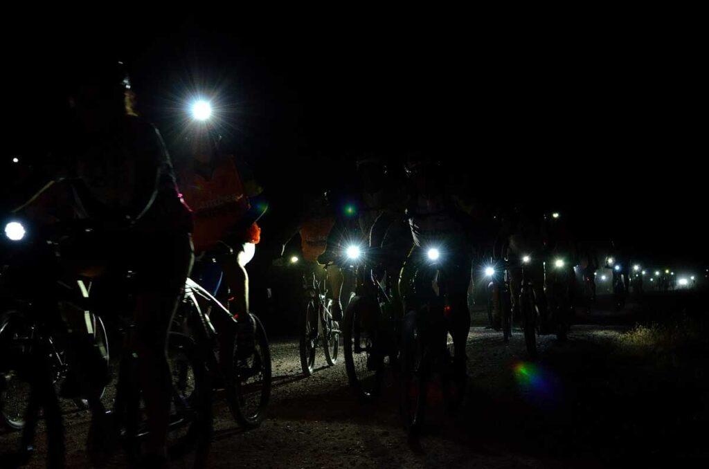 Practicar ciclismo de noche con más seguridad