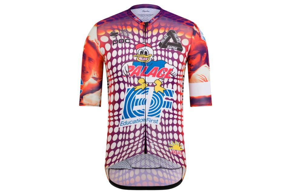 La UCI multó al EF por su uniforme