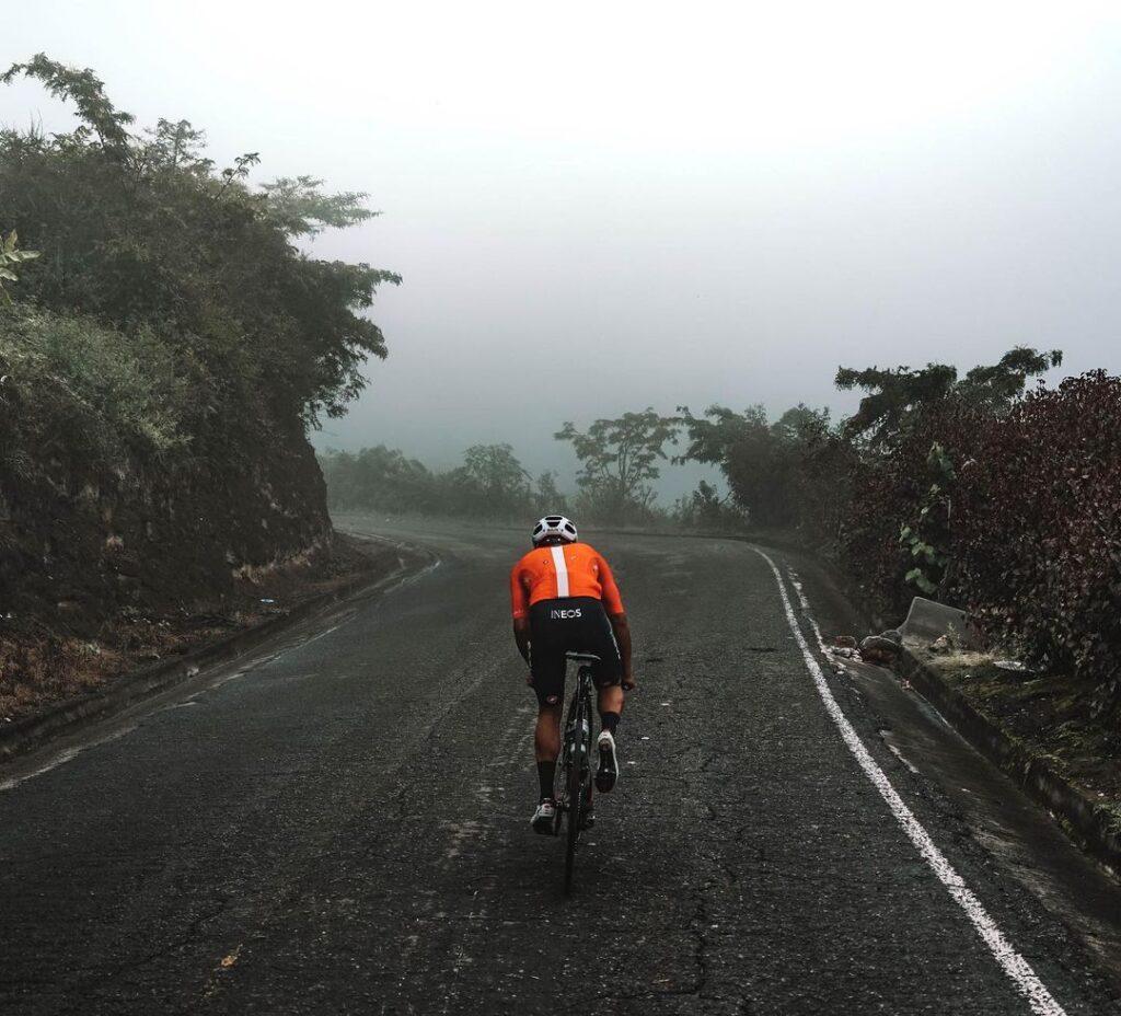 """En la última semana el Ineos Grenadiers estrenó el documental """"Origins of a racer"""", una producción audiovisual de 11 minutos en la que se muestran algunos detalles íntimos sobre la vida del corredor ecuatoriano, Richard Carapaz."""