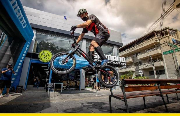 Javier Zapata subirá en su bici los 52 pisos del edificio más alto de Colombia