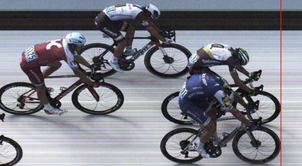 La relojera suiza Tissot es el cronometrador oficial de importantes competencias deportivas a nivel mundial. Esta compañía cuenta con una tecnología de última generación que permite obtener en tiempo real las clasificaciones de los ciclistas que compiten en carreras como el Tour de France.