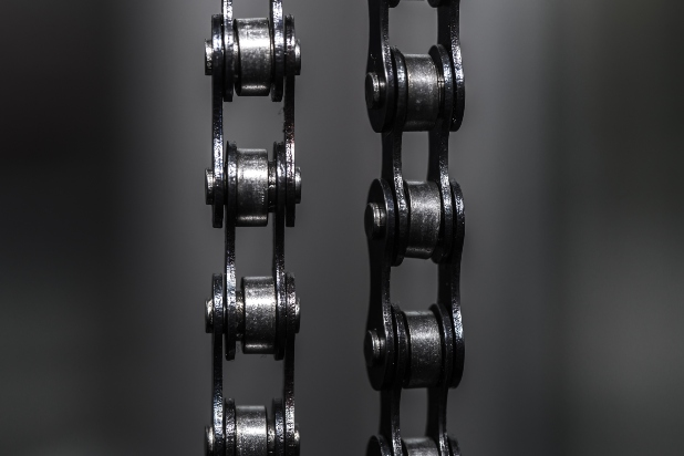 La herramienta que te permite limpiar la cadena a profundidad y aumentar su vida útil