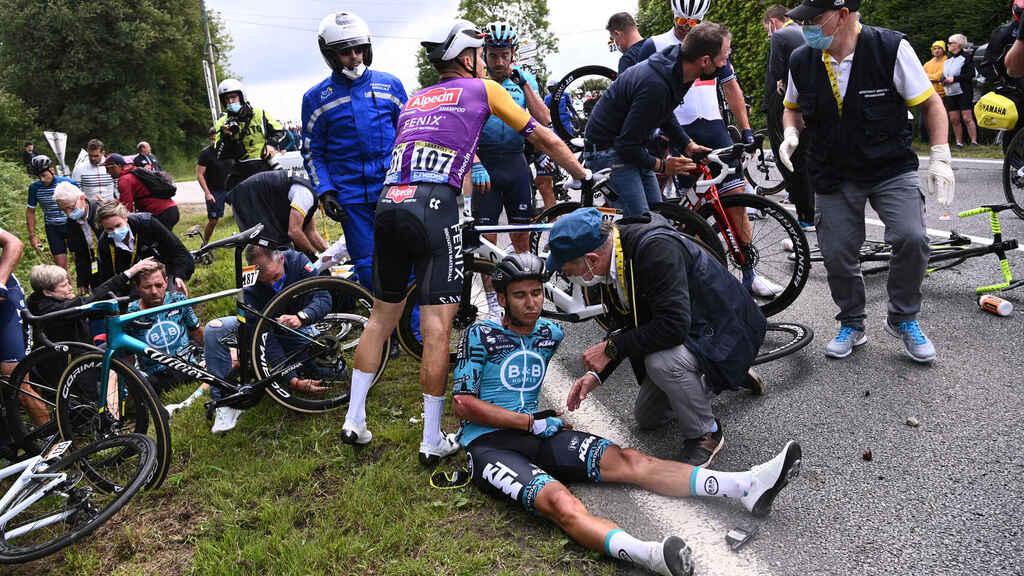 Ayer miércoles 30 de junio fue capturada en Landerneau la mujer que provocó la caída masiva en la primera etapa del Tour de France 2021.