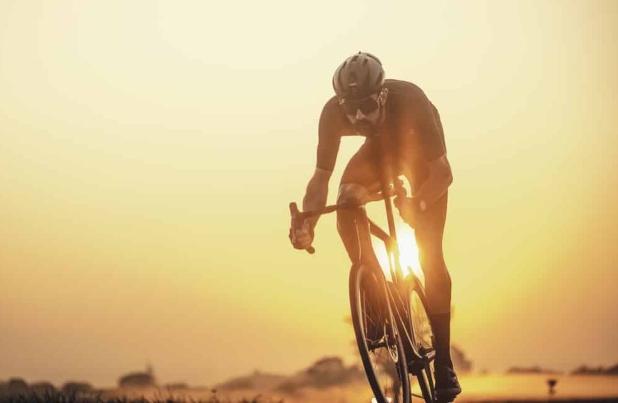 Cinco beneficios de salir a montar bicicleta en ayunas
